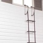 Brandladder opgehangen aan raamkozijn
